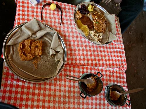 Un pasto a base di injera