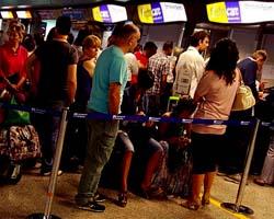 Passeggeri Wind Jet bloccati in aeroporto