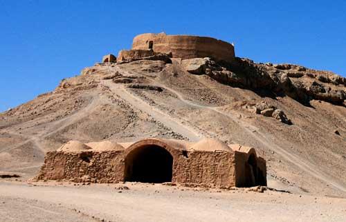 Torri del silenzio zoroastriane a Yazd