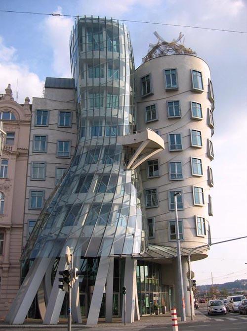 Praga La casa danzante di Frank Gehry e Vlado Milunic