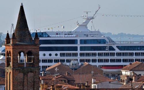 venezia grandi navi blitz centri sociali 00 1