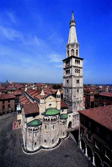cittamodena torre ghirlandina duomo e piazza grande