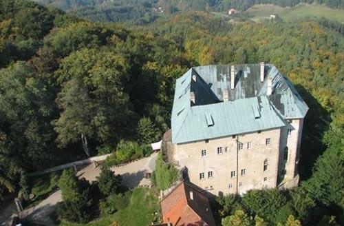 rep ceca castello Houska-