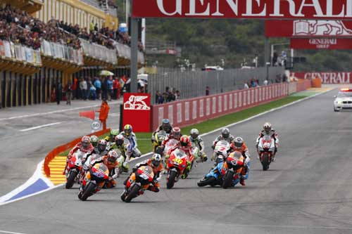 valencia-motoGPrace-action-shot