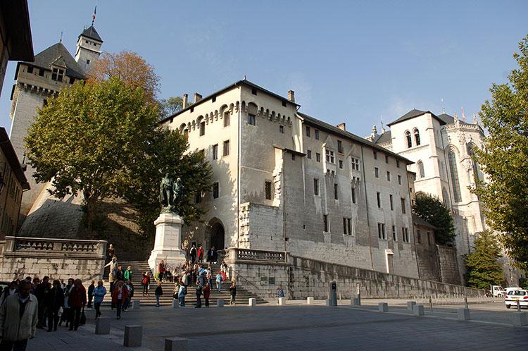chambery Castello-dei-duchi-di-savoia